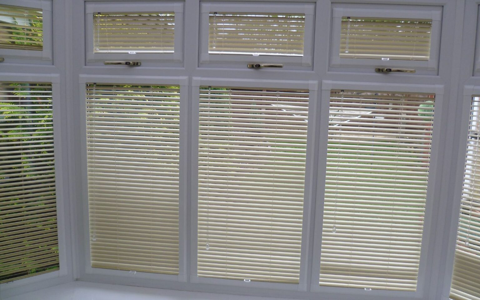Perfect-Fit-Aluminium-Venetian-Blinds-Bay-Window