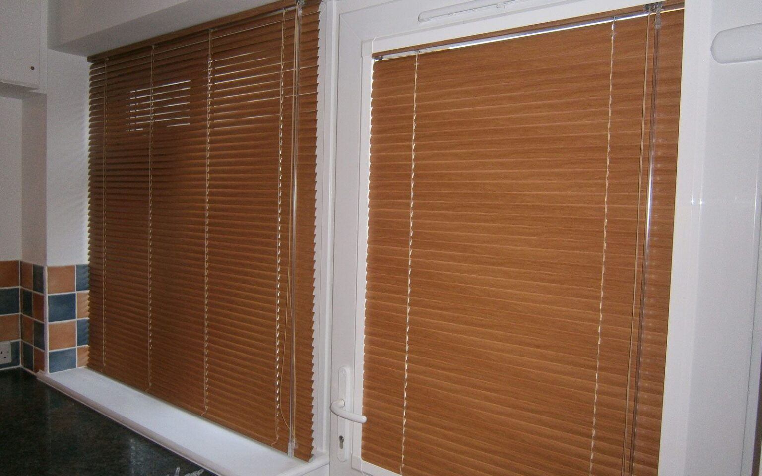 Wood-Effect-Aluminium-Venetian-Blinds-Matching-Perfect-Fit