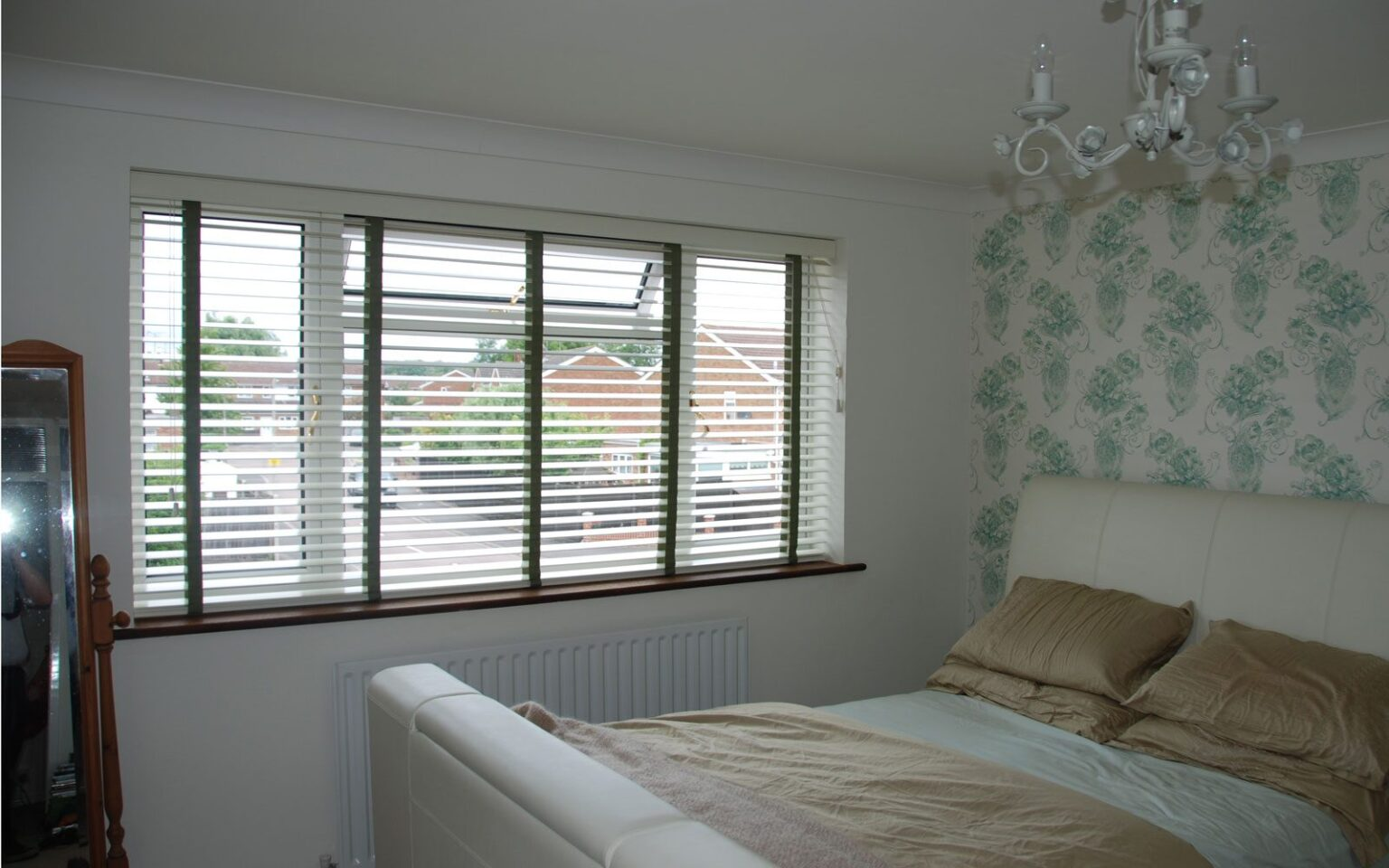 bedroom blinds finest made to measure blinds uk venetian roller with bedroom blinds free roman. Black Bedroom Furniture Sets. Home Design Ideas