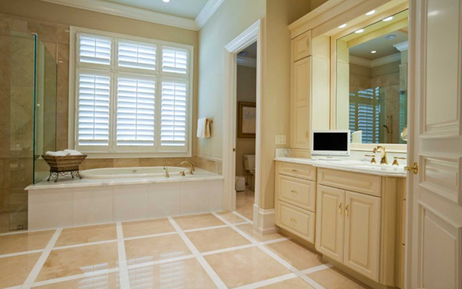 Tier-on-tier-shutters-in-bathroom-uses