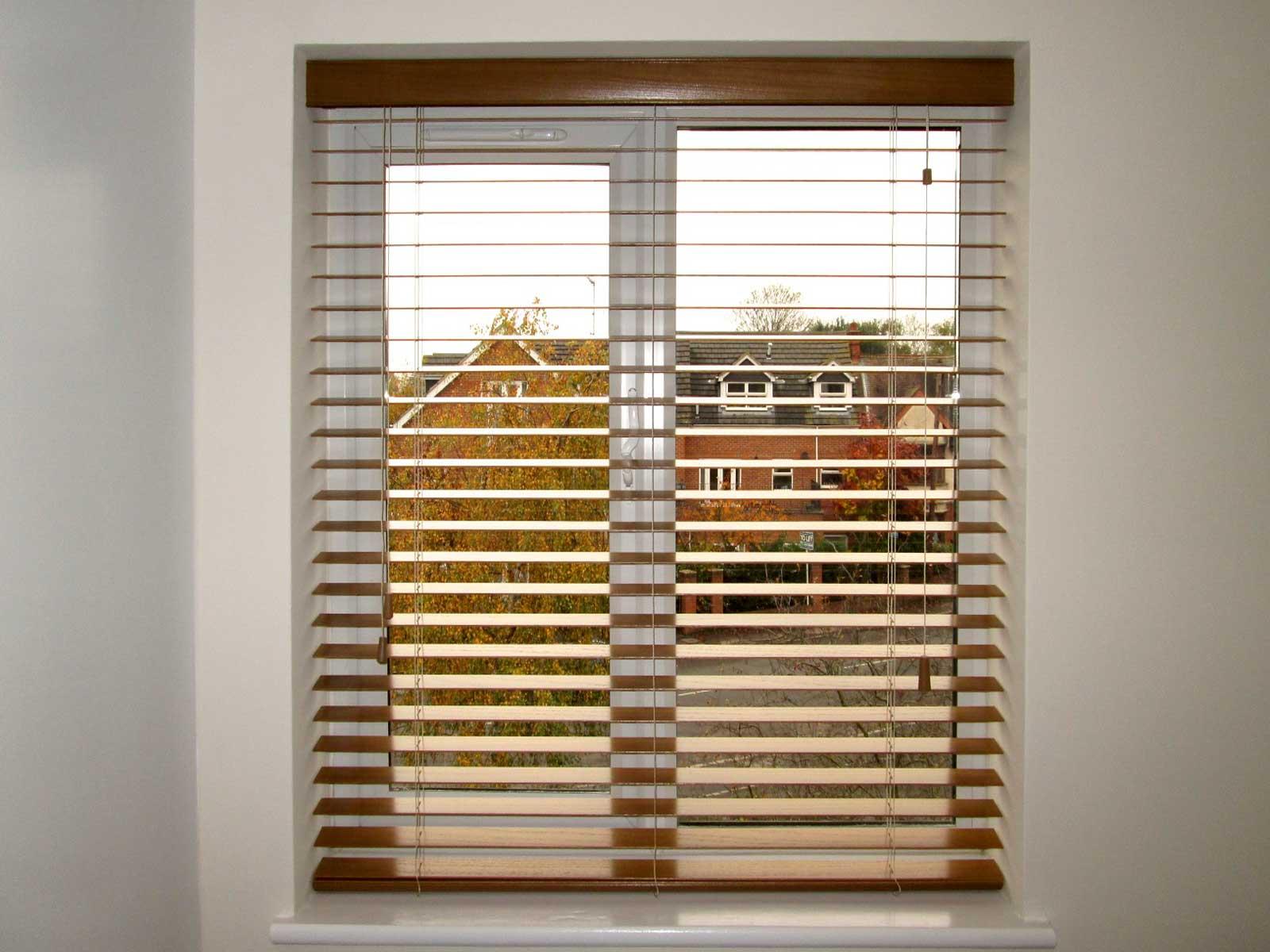 Single-Window-Wooden-Open-Venitiain