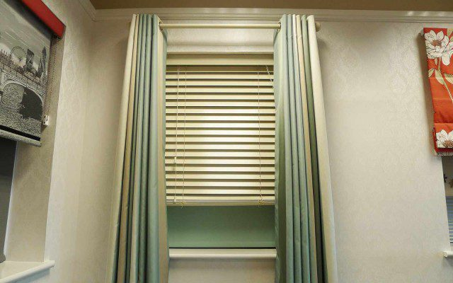 Curtains_Wooden_venetian_roller_window_2
