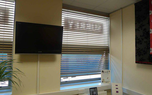 Wood_venetian_motorised_blinds