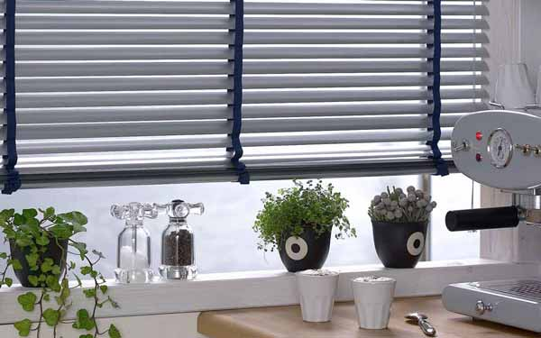 Aluminium Blinds With Tapes In The Kitchen