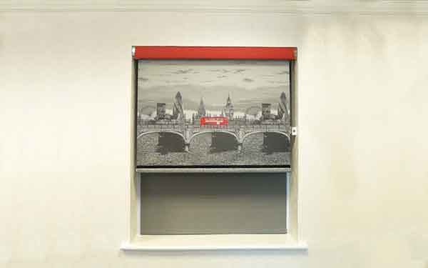 Showroom Senses Roller Blind