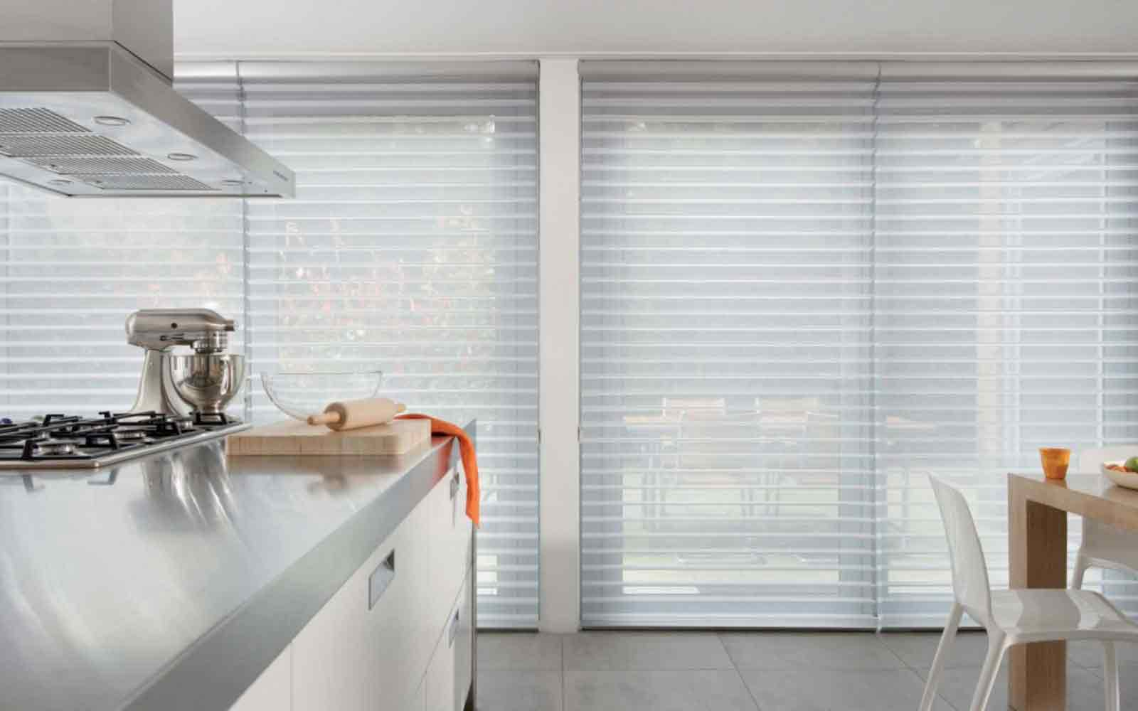 Facetted blinds in a kitchen